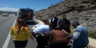 Şarampole Yuvarlanan Kamyonetin Şoförü Yaralandı