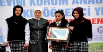 Erciş'te Kız Yurdunun Açılışına Katıldı