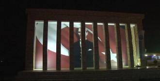 Sarıyer'de Kurulan Anıtkabir Maketi Ziyaretçi Akınına Uğruyor