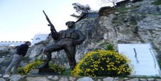 Şehit Binbaşının Anıtına Saldırıya Tepki
