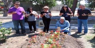 Şehit Binbaşı'nın Mezarına Ziyaretçi Akını