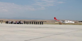 Şehidin Cenazesi Merzifon Havaalanı'nda Karşılandı
