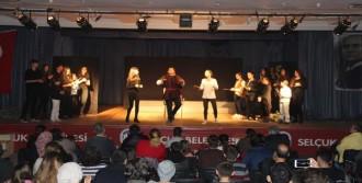 Selçuk'ta Tiyatro Dolu Günler