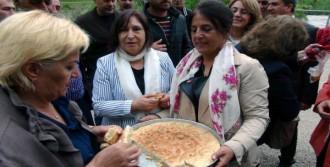 Tunceli'deki Annesinin Mezarını Ziyaret Etti
