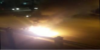 Seyir Halindeki Otomobil Alev Topuna Döndü