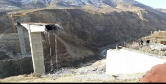 Viyadük Asma Köprüsü Çöktü