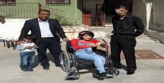 2 Engelliye Tekerlekli Sandalye