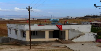 Sınırdaki Evlere Türk Bayrağı
