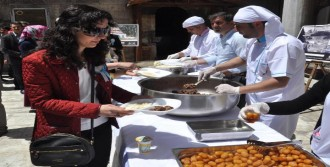 Sivas'ta 2 Bin Kişiye Vakıf Yemeği Dağıtıldı