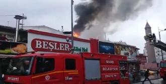 İşyeri Çatısındaki Yangın Korkuttu
