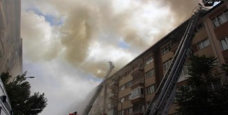 Sivas'ta Korkutan Yangın; 4 Apartmanın Çatısı Kül Oldu