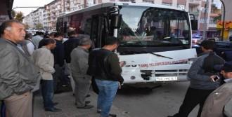 Minibüs İle Halk Otobüsü Çarpıştı
