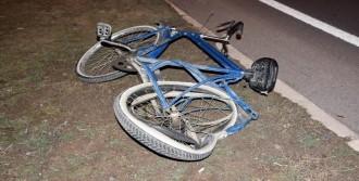 Sivas'ta Otomobil Bisiklete Çarptı