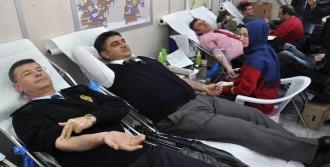 Sivas'ta Polisler Kan Bağışında Bulundu