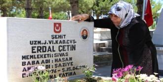 Sivas'ta Şehitlikte Hüzün