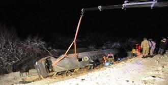 Yolcu Otobüsü Devrildi: 1 Ölü, 45 Yaralı