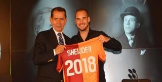 Sneijder Sözleşmeyi 2018'e Kadar Uzattı
