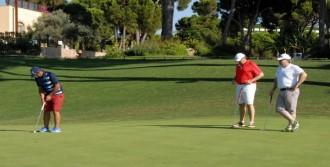 Somalı Çocuklar Yararına Golf Oynadılar