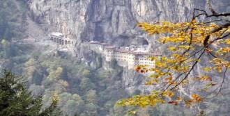 Risk Taşıyan Kayalar Dinamitle Patlatılıyor