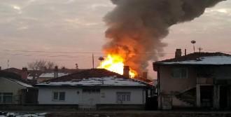 Suriyeli Ailenin Evinde Yangın Çıktı