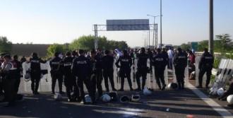 Suriyeliler TEM'de Yattı
