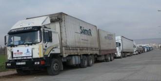 Suriye'ye Soba Ve Kömür Gönderildi