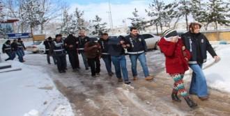 Suşehri'nde Fuhuş Operasyonu: 8 Gözaltı