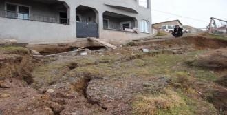 Suşehri'nde Korkutan Toprak Kayması