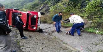 Kamyonetteki 3 Kişi Yaralandı