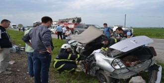 Taksi Tır'a Çarptı: 1 Ölü, 4 Yaralı