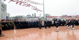 Taksim'de Cumhuriyet Anıtı'nda 29 Ekim Töreni