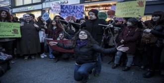 Taksim'de Kadınlardan 8 Mart Yürüyüşü
