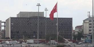 Dev Türk Bayrağı Yarıya İndirildi