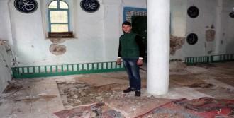 Tarihi Camiyi Kullanılamaz Hale Geldi