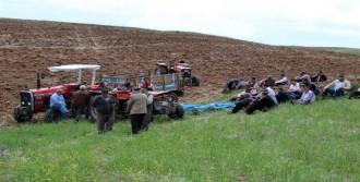 Tarla Sürerken Traktörün Altında Kaldı
