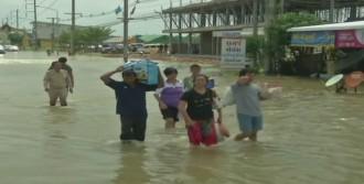 Tayland'ı Sel Vurdu!