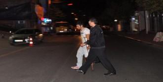 Koltuk Değnekli Hırsız Polisi Şok Etti