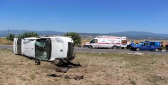 Ticari Araç Takla Attı: 3 Yaralı