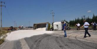 Tır, Otomobil Ve Traktöre Çarpıp Yan Yattı: 2 Ölü, 2 Yaralı