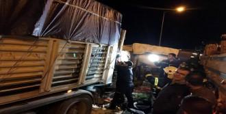 Tır'a Çarpan Kamyonun Sürücüsü Öldü