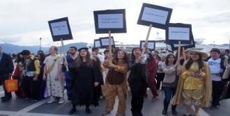 Tiyatro Festivali Sloganlarla Başladı
