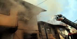 Tokat'ta 2 Katlı Ahşap Evde Yangın
