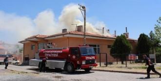 Tomarza'da Fırının Çatısı Yandı