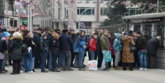Trabzon'da Biletler Satışa Çıktı, Kuyruk Oluştu