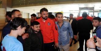 Trabzonspor'a Havaalanında Yoğun İlgi
