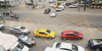 Trafikte Yeni Uygulama: Kavşakta 'Taralı Alan'