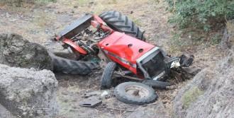 Sivas'ta Traktör Uçuruma Yuvarlandı