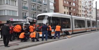 Tramvay Altında Kalarak Öldü