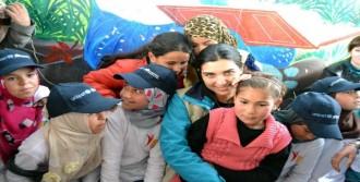 'Savaştan Kaçan Çocuklara Sahip Çıkalım'
