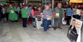 Tuncay Özkan, Bodrum'da Kitaplarını İmzaladı
